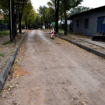 Piotrków Tryb.: Staszica na ostatniej prostej