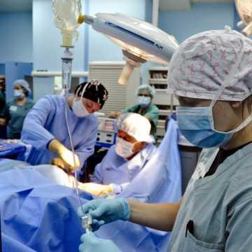 NFZ zaleca odwoływanie planowych zabiegów operacyjnych. Brakuje krwi!