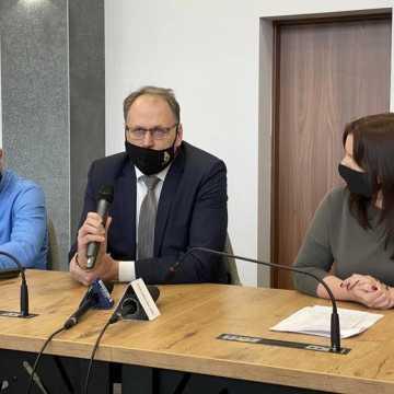 """Prezydent Radomska: pozostawienie """"starego"""" basenu byłoby nieopłacalne"""