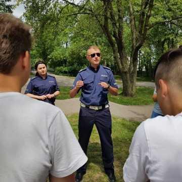 Policjanci tłumaczyli, jak bezpiecznie korzystać z pumptracka