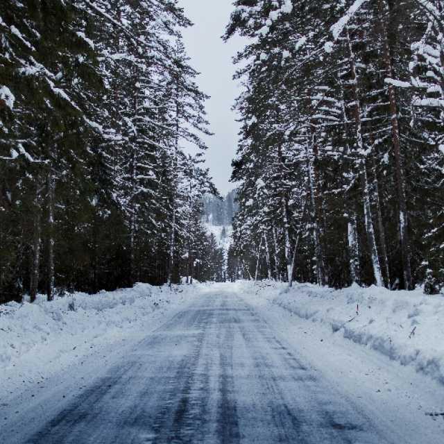 """Akcja """"zima"""" na powiatowych drogach w Radomsku i powiecie"""