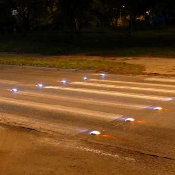 Piotrków Tryb.: aktywne przejścia chronią pieszych