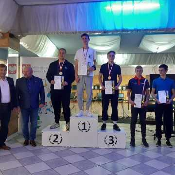 """Młodzicy OKSS """"10-tka"""" z medalami mistrzostw w Białymstoku"""