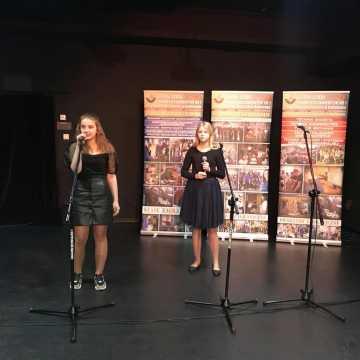Śpiewali i recytowali po niemiecku oraz angielsku