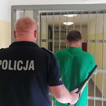 Piotrków Tryb.: 36-latek odpowie za fałszywy alarm bombowy
