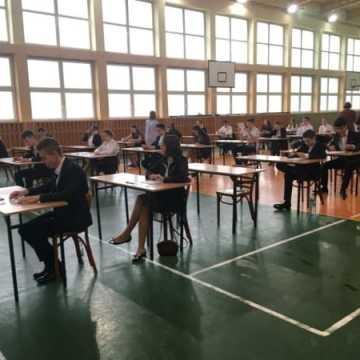 Egzaminy gimnazjanle pomimo strajku jednak się rozpoczęły