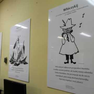 """Wystawa o """"Muminkach"""" zagościła w bibliotece"""