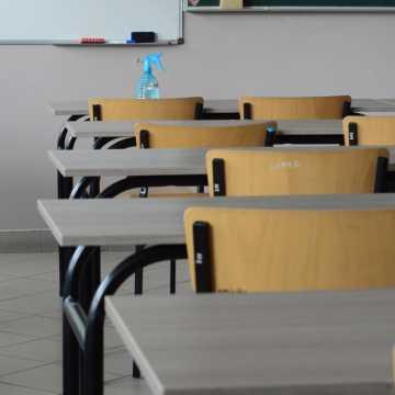 Uczniowie nie chcą wracać do szkół? Ponad 400 tys. osób podpisało petycję do ministra edukacji