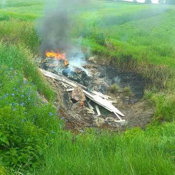 Gm. Wielgomłyny: pożar dzikiego wysypiska