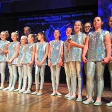 Pasmo sukcesów tancerzy z Akademii Tańca i Sportu \