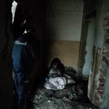 Policjanci i pracownicy MOPS-u uratowali bezdomnego
