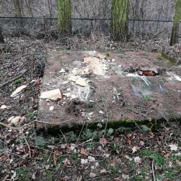 Mieszkańcy Jasienia oburzeni decyzją o rozbiórce pomnika
