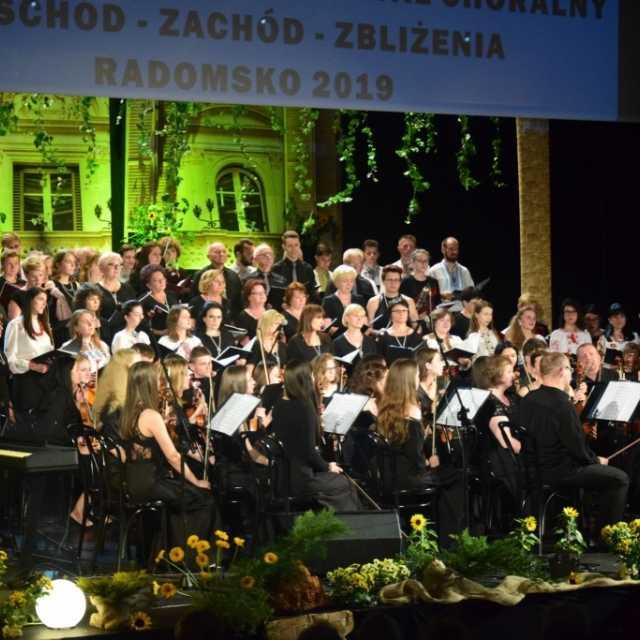 Wschód - Zachód - Wspomnienia. Koncert Towarzystwa Śpiewaczego im. S. Moniuszki w MDK w Radomsku