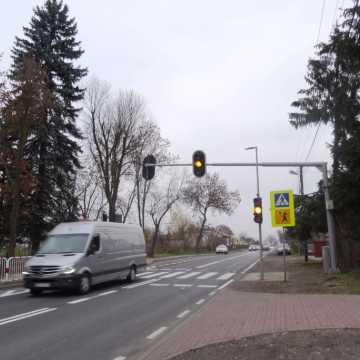 """Sygnalizacja świetlna przy """"piątce"""" w Radomsku już działa"""