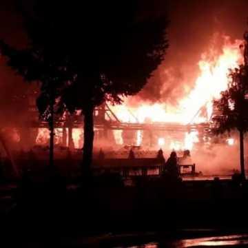 Zaprószenie lub awaria instalacji elektrycznej prawdopodobną przyczyną pożaru zajazdu Krywań