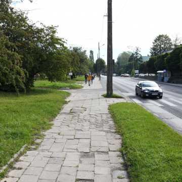 Piotrków Tryb.: na ul. Dmowskiego powstanie ścieżka rowerowa i chodnik