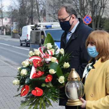 Władze Radomska upamiętniły rocznicę uwolnienia więźniów z miejskiego aresztu
