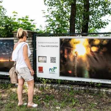 Uliczna wystawa Fundacji foto Pozytyw