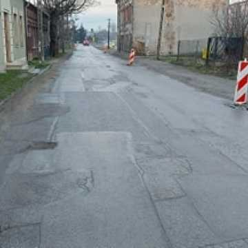Przejazd przez ul. Zgoda w Radomsku to istny tor przeszkód