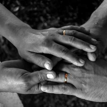 """Sakramentalnemu """"Tak"""" nowożeńcom koronawirus w Radomsku nie przeszkadza"""