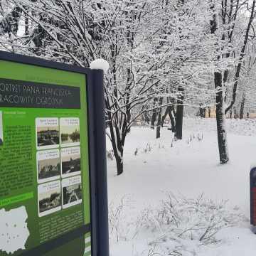 Zima w Parku Świętojańskim w Radomsku. Tak wygląda z lotu ptaka