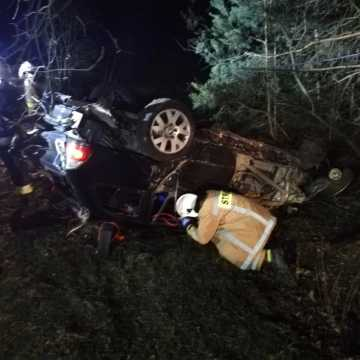 Samochód dachował. 24-letni kierowca miał miał blisko 2 promile alkoholu!