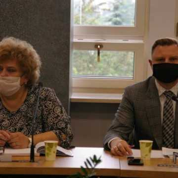 Rozpoczęła się sesja Rady Miasta w Radomsku. Obrady z zachowaniem reżimu sanitarnego