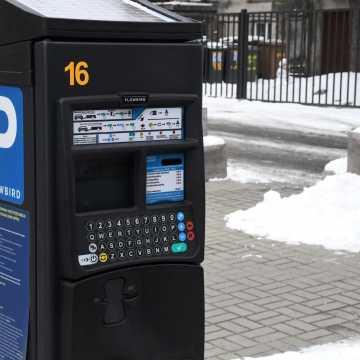 Piotrków Tryb.: za parkowanie można płacić kartą i BLIKiem