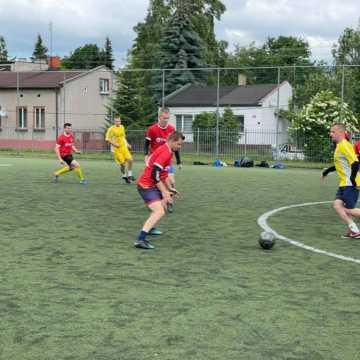 """Liga """"Szóstek"""" w Radomsku: Żubry deklasują Online Team"""