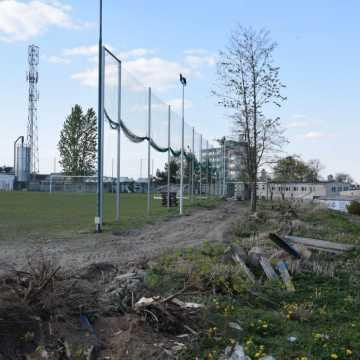 Wymiana ogrodzenia na miejskim stadionie w Radomsku