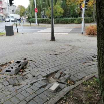 Kto naprawi wreszcie chodnik na placu 3 Maja w Radomsku?
