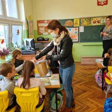 """Uczniowie """"czwórki"""" w Radomsku będą świecić przykładem"""