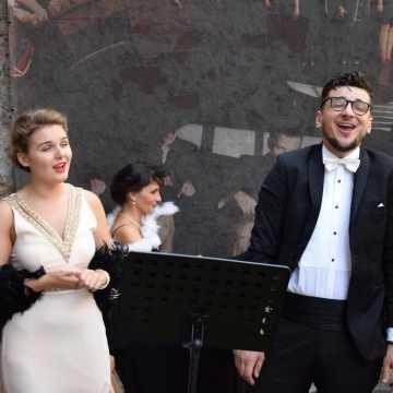 Koncert zespołu Impressja na dziedzińcu muzeum w Radomsku