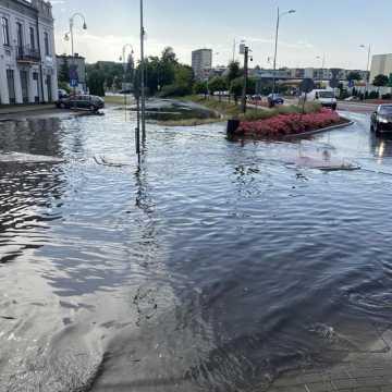 Ulewa w Radomsku. Ulica Żeromskiego pod wodą