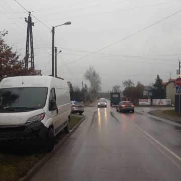 Skrzyżowanie ul. Sucharskiego i Poprzecznej w Radomsku. Kierowca zignorował znak STOP