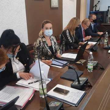 Bez dyskusji nad wotum zaufania dla Zarządu Powiatu Radomszczańskiego