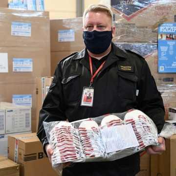 Blisko 10 milionów sztuk maseczek trafi do mieszkańców łódzkiego