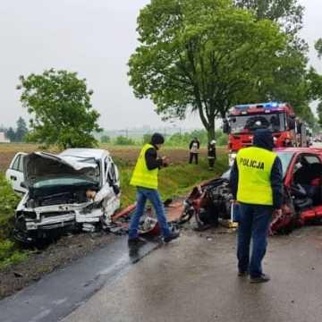 Czołowe zderzenie samochód w gminie Lgota Wielka