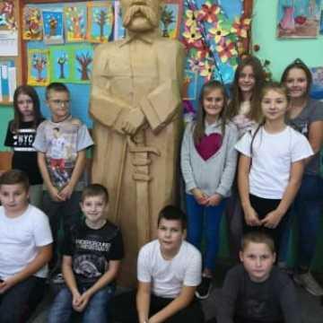 Wieli marszałek w szkole w Borzykowej