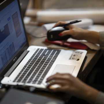 Władze powiatu wystąpiły o środki na zakup komputerów dla uczniów i nauczycieli