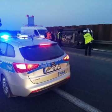 Wypadek w okolicach Kamieńska. 2 osoby trafiły do szpitala