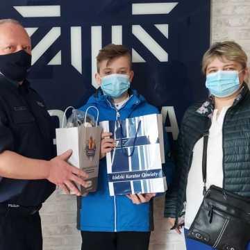 """Zwycięzca policyjnego konkursu """"#SAFErzy"""" odebrał nagrody"""