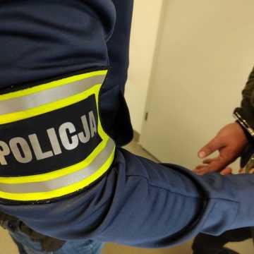 Pijany kierowca volvo próbował przekupić policjantów w Piotrkowie Trybunalskim
