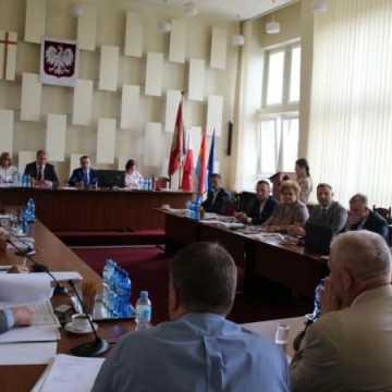 Koalicja Obywatelska chce nadzywczajnego posiedzenia rady. Reszta klubów na nie