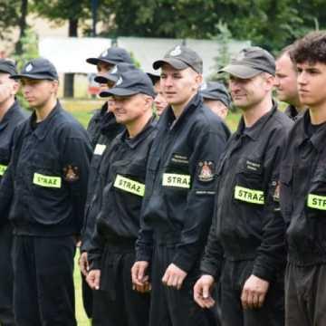 Strażacy z OSP Folwarki wygrywają zawody pożarnicze