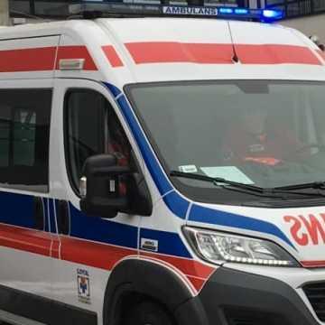 Wypadek drogowy z udziałem karetki pogotowia w Radomsku