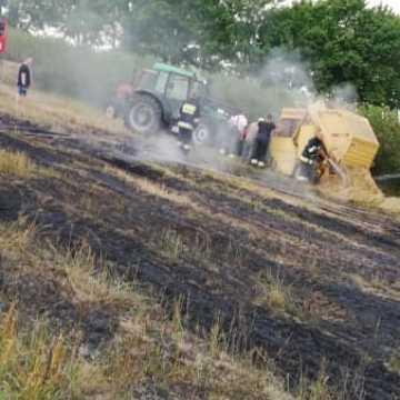 Pożar prasy rolniczej i ścierniska w Żytnie