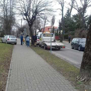 Zignorował znak stop. Wypadek z udziałem trzech aut na ul. Wyszyńskiego