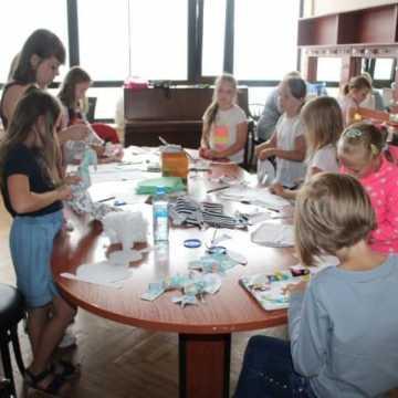 Warsztaty szycia poduszek w MDK w Radomsku