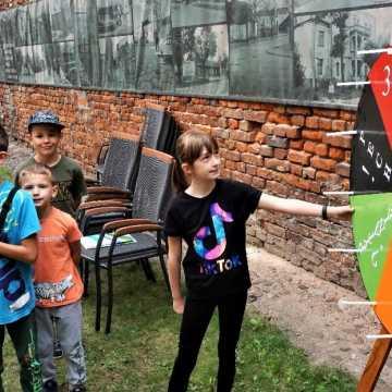 Wakacyjne warsztaty edukacja–segregacja w radomszczańskim muzeum